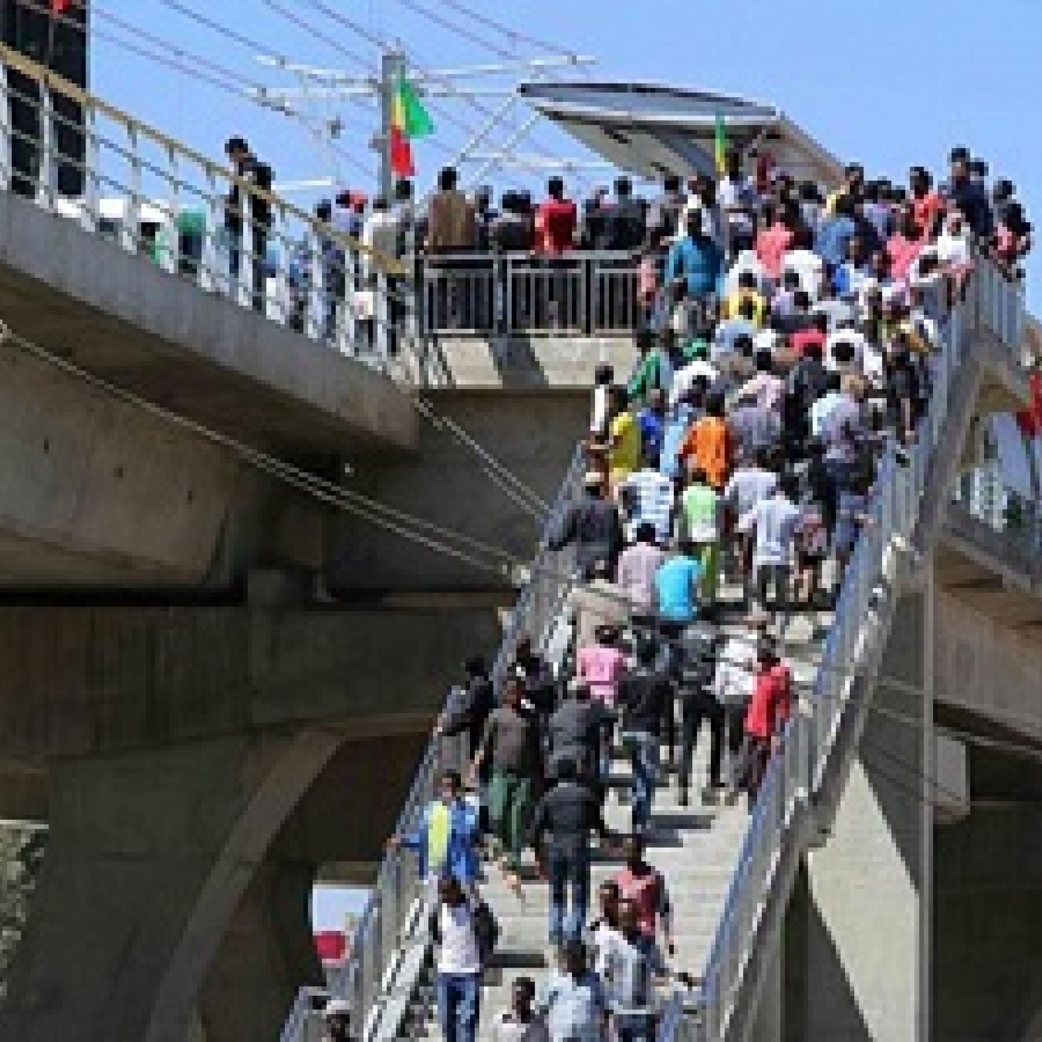የአዲስ አበባ ቀላል ባቡር በግማሽ ዓመት ውስጥ ከ57 ሚሊዮን ብር በላይ ገቢ ማስገኘቱ ተገለፀ -  Addis Ababa Light Railway Has Secured Over 57 Million birr in Half Fiscal Year