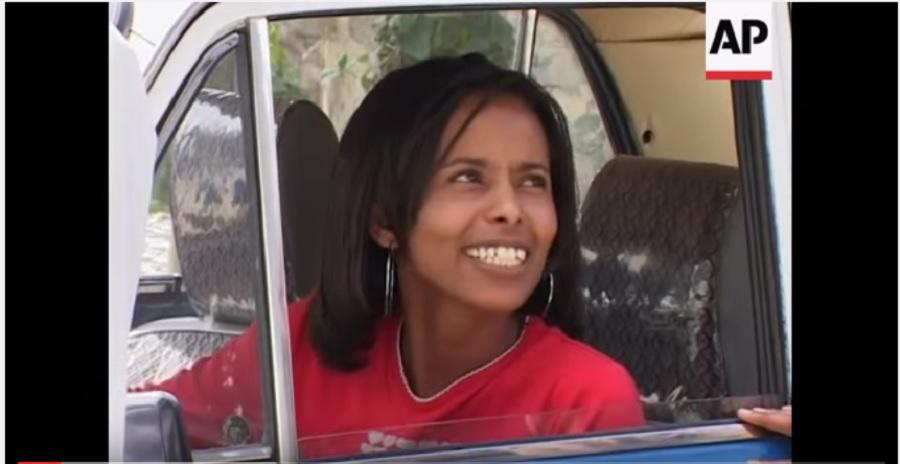 Female taxi driver takes to the roads of Addis Ababa ሴቷ ታክሲ አሽከርካሪ በአዲስ አበባ