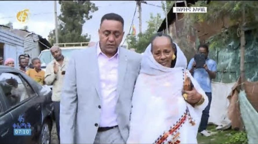 Touching Eritrean Family Reunion in Addis - እምባ የሚያስመጣ ከ20 ዓመት በኋላ የተገናኙት ቤተሰቦች