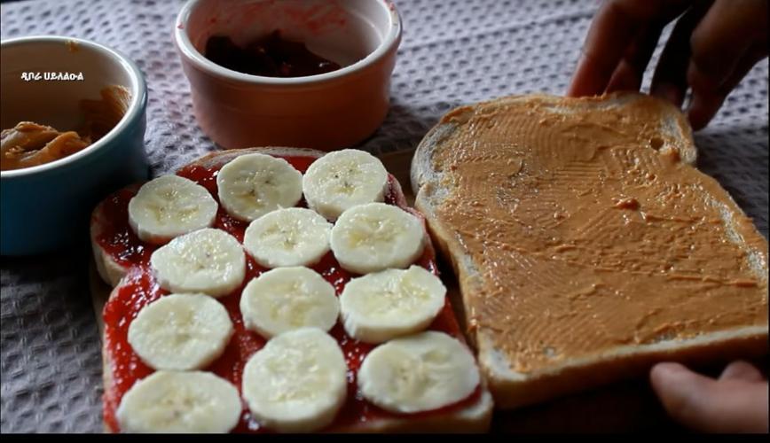 Quick and Easy Banana Peanut Butter Sandwich Breakfast - ቀላልና ፈጣን የሙዝ በለውዝ ቅቤ ሳንድዊች ቁርስ አሠራር