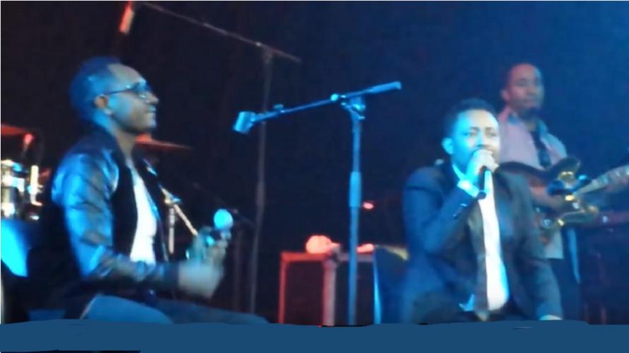 "Gossaye and Bezuayehu Demissie Performing ""Lijinetwa"" Live On Stage In DC USA ጎሣየና ቢዙአየሁ ደምሴ ""ሊጅነትዋ"""