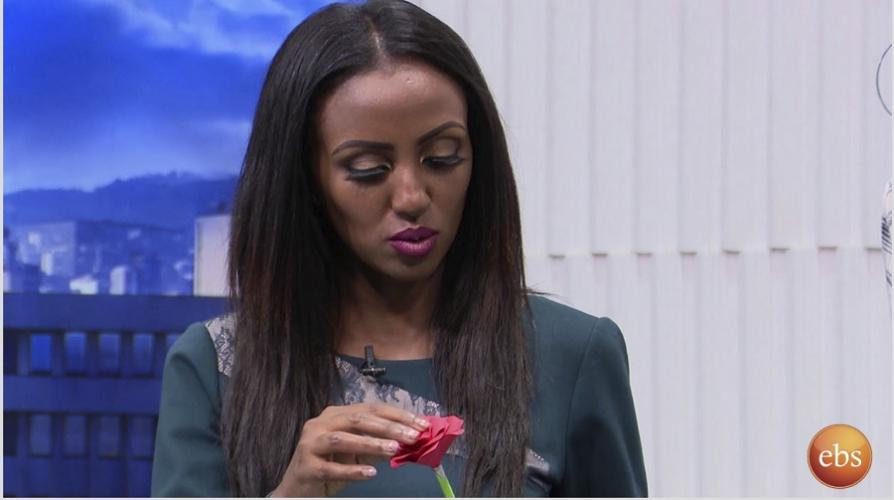 Sunday With EBS: በወረቀት አበቦችን የምትሰራዉ ወጣቷ - Young Paper Artist Makes Flowers Out of Papers